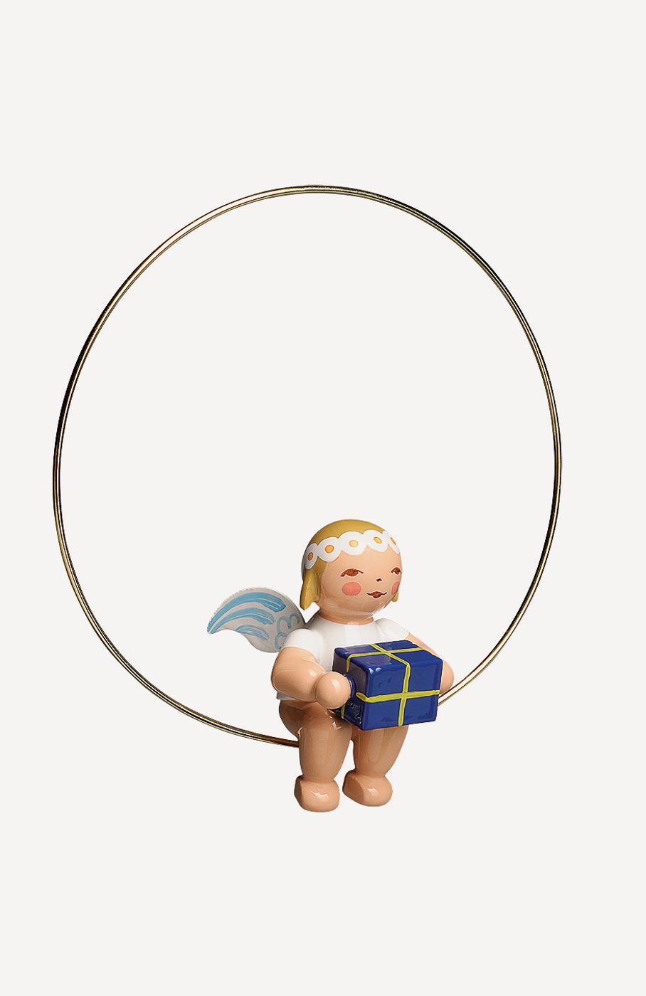 Christbaumengel im Ring, mit Geschenk