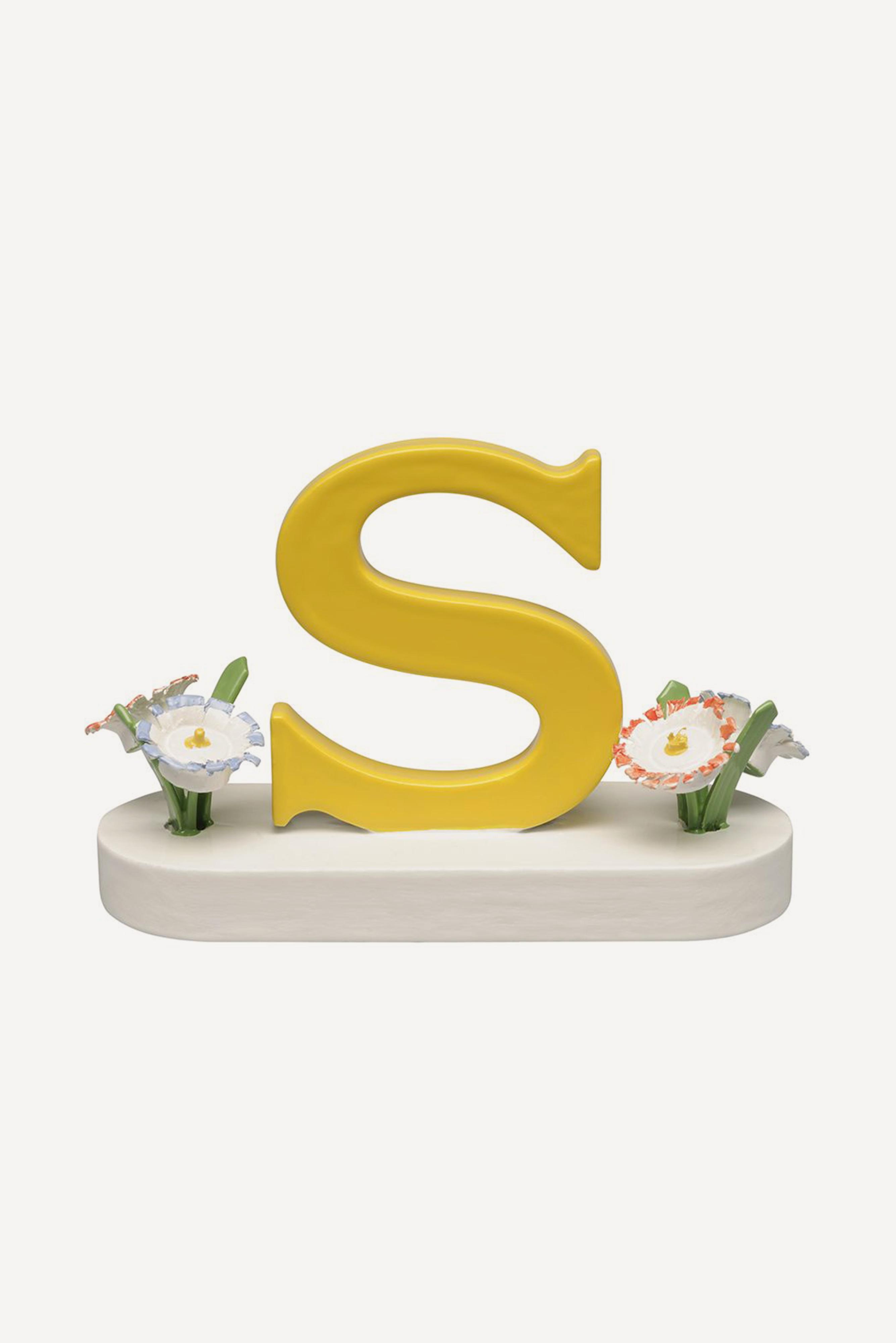 Buchstabe S, mit Blumen