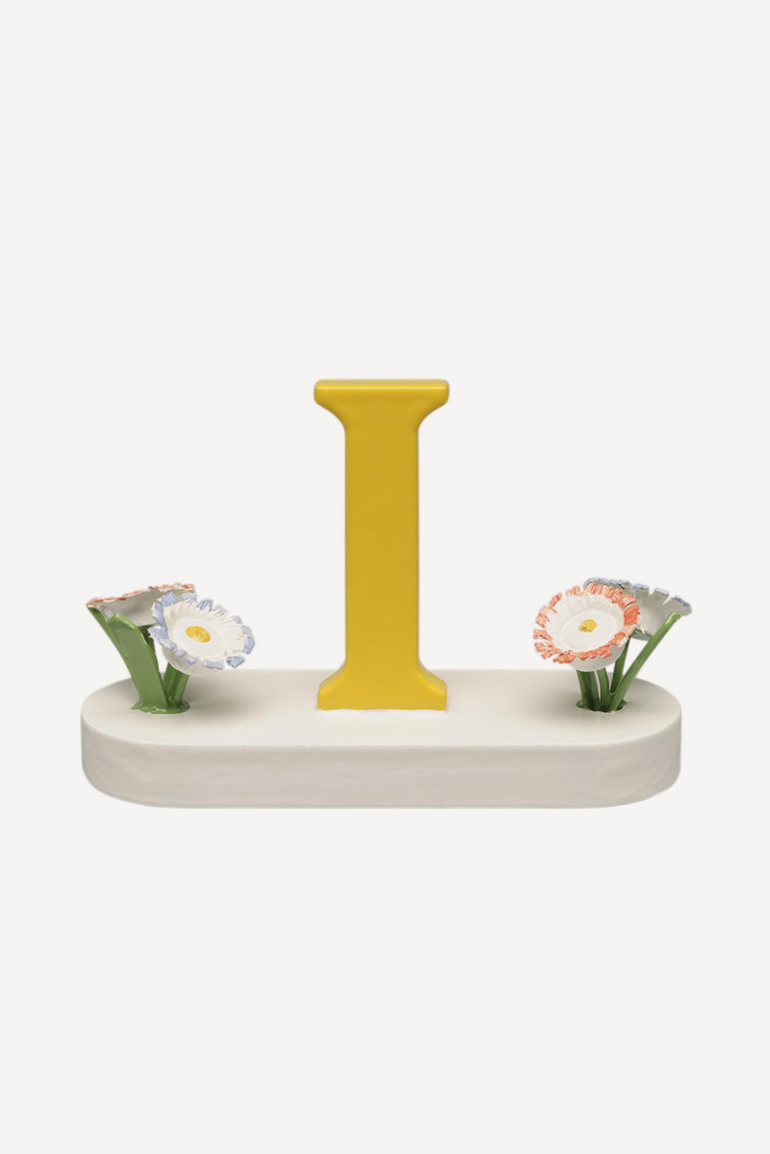 Buchstabe I, mit Blumen