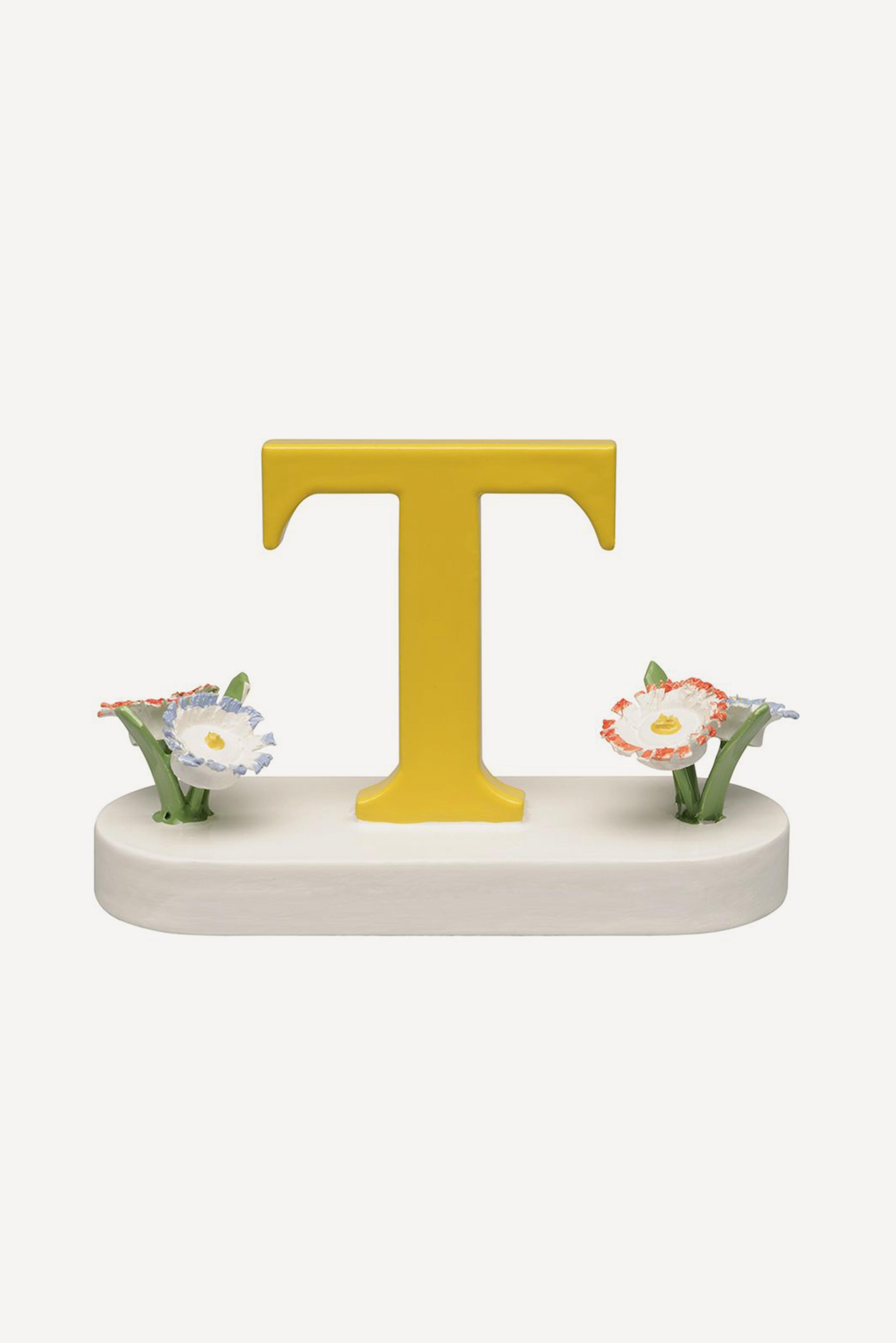 Buchstabe T, mit Blumen