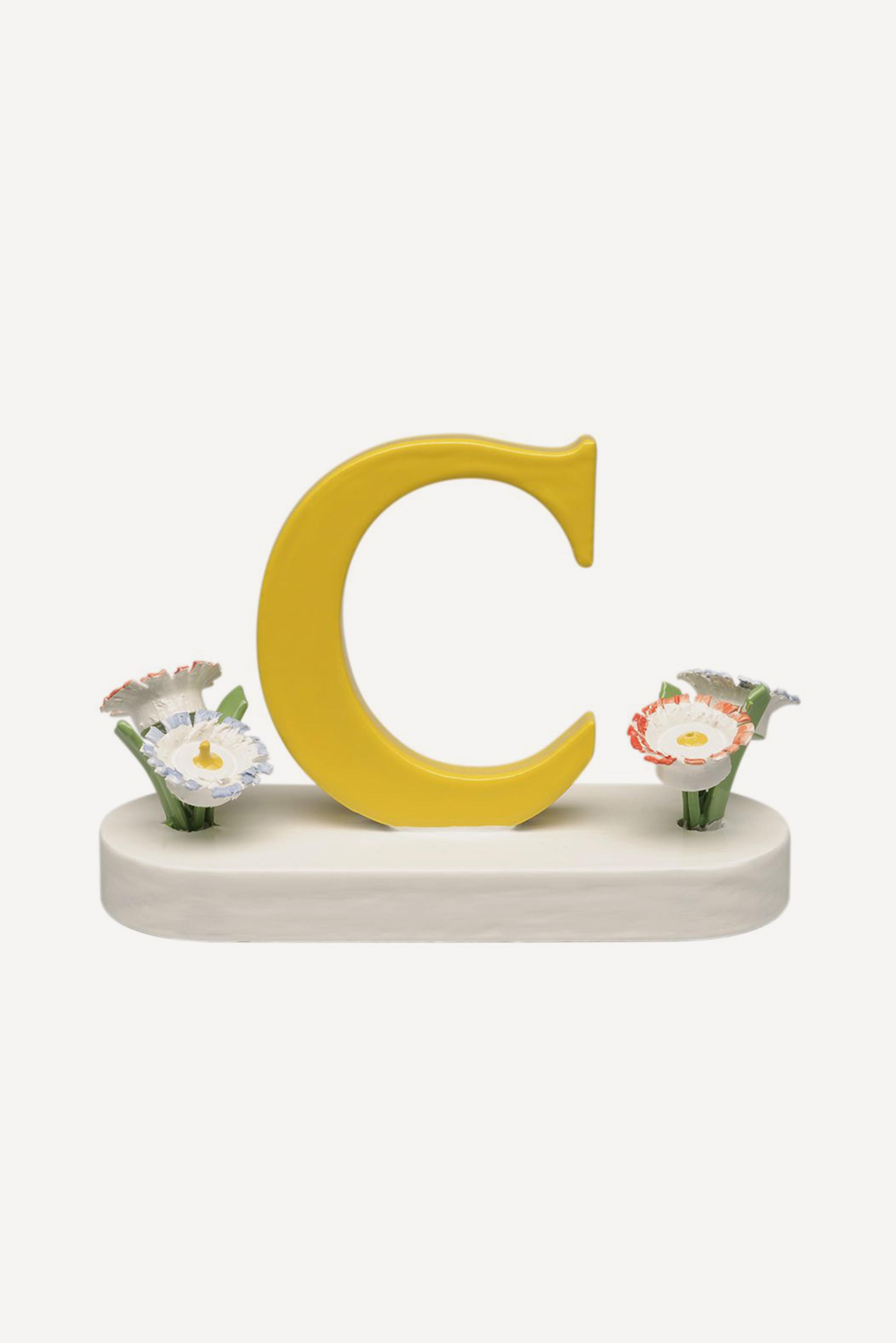 Buchstabe C, mit Blumen