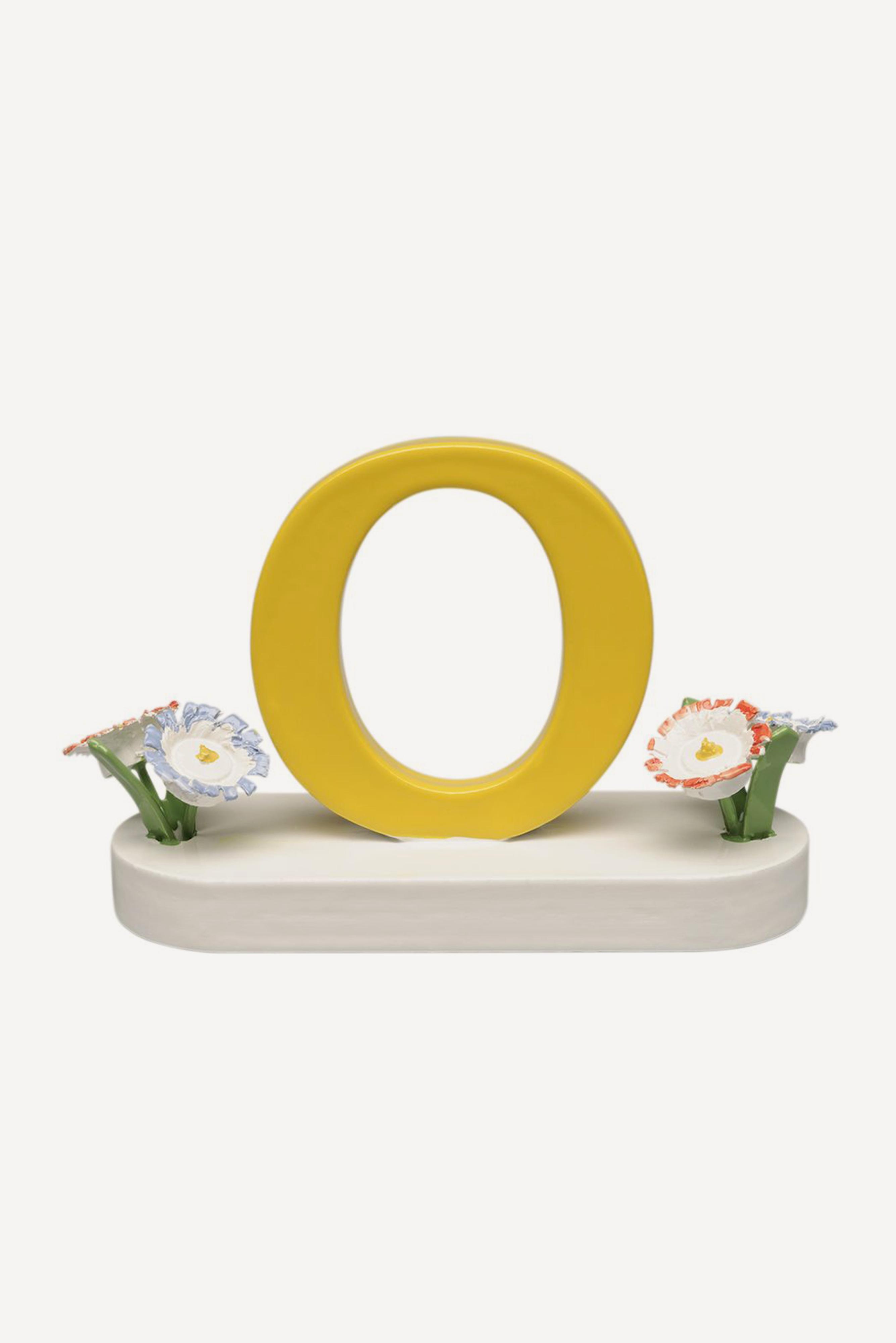 Buchstabe O, mit Blumen