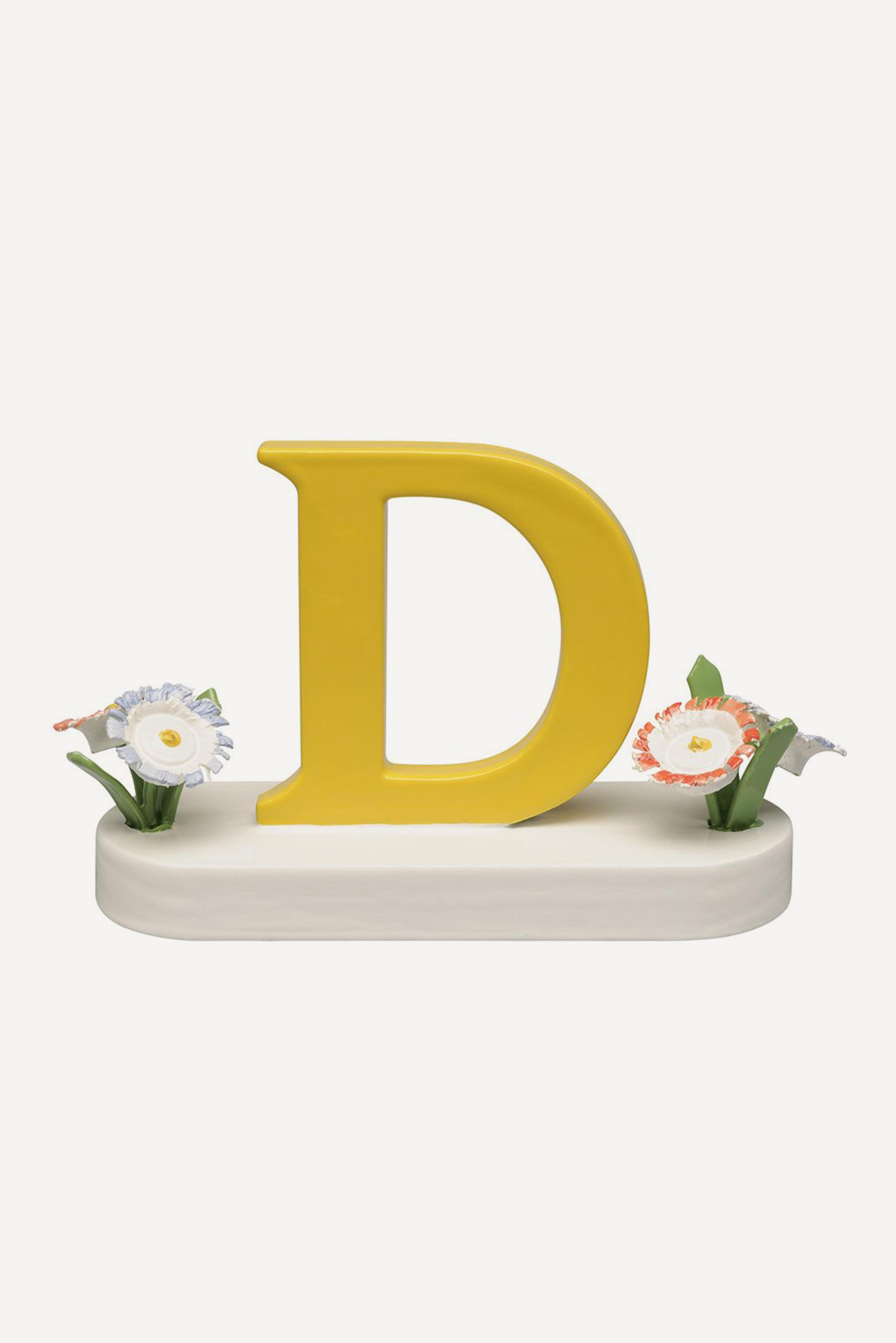 Buchstabe D, mit Blumen