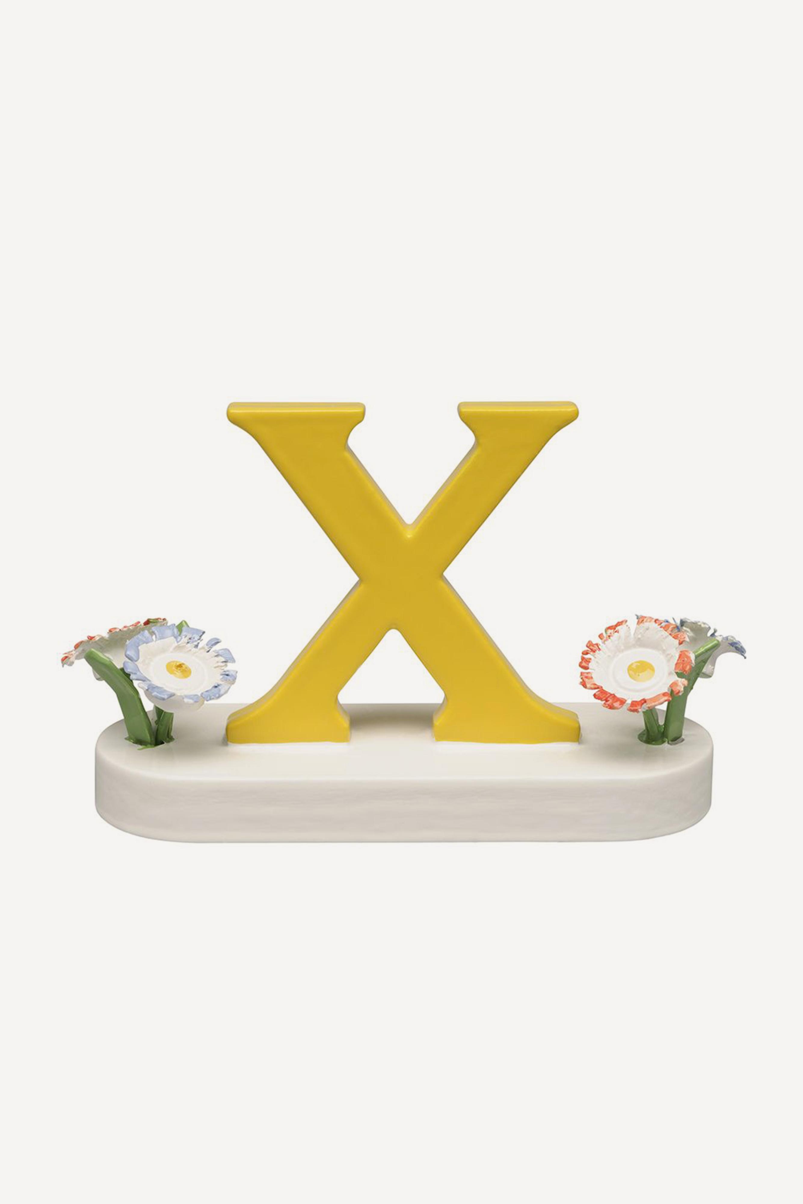 Buchstabe X, mit Blumen