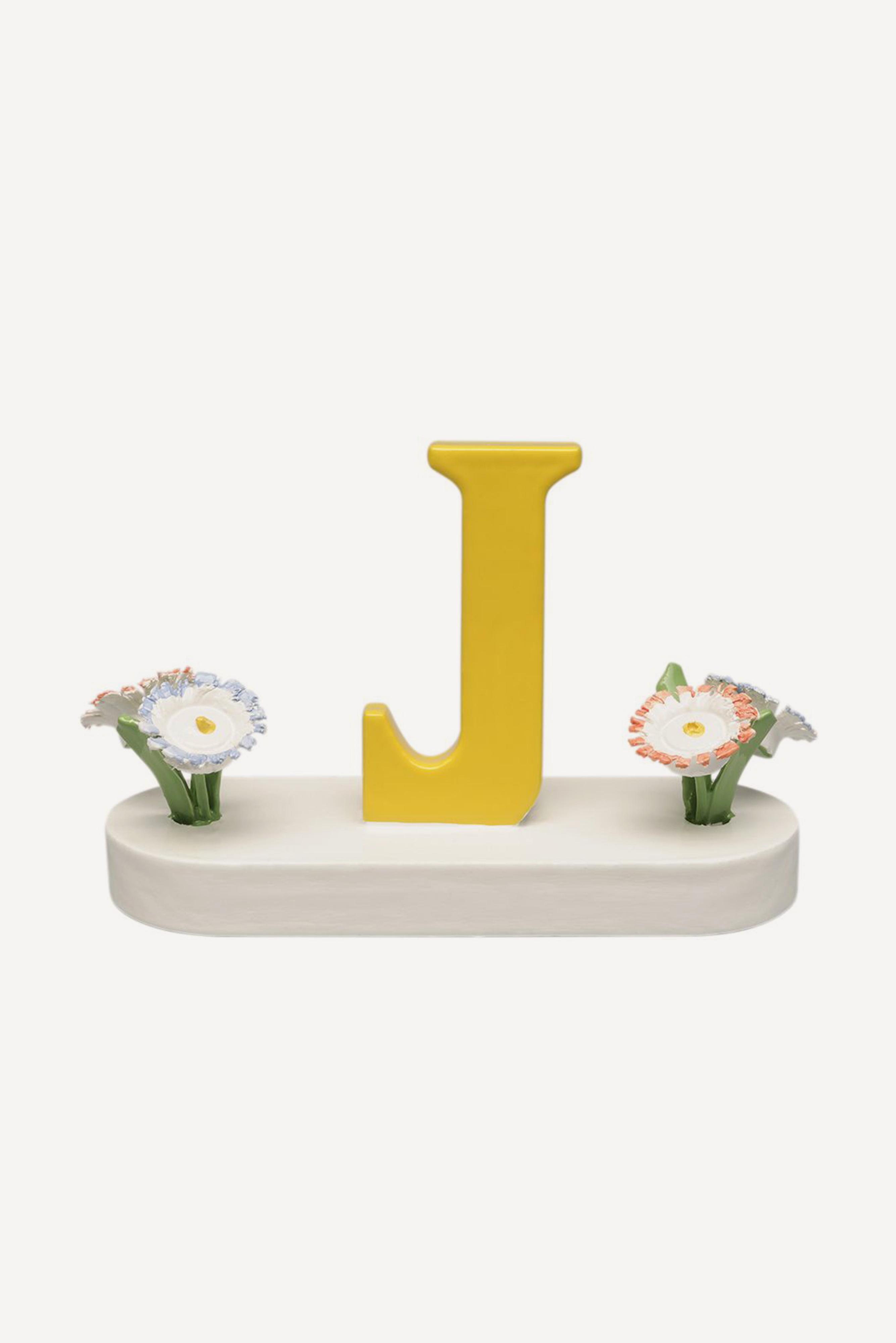 Buchstabe J, mit Blumen