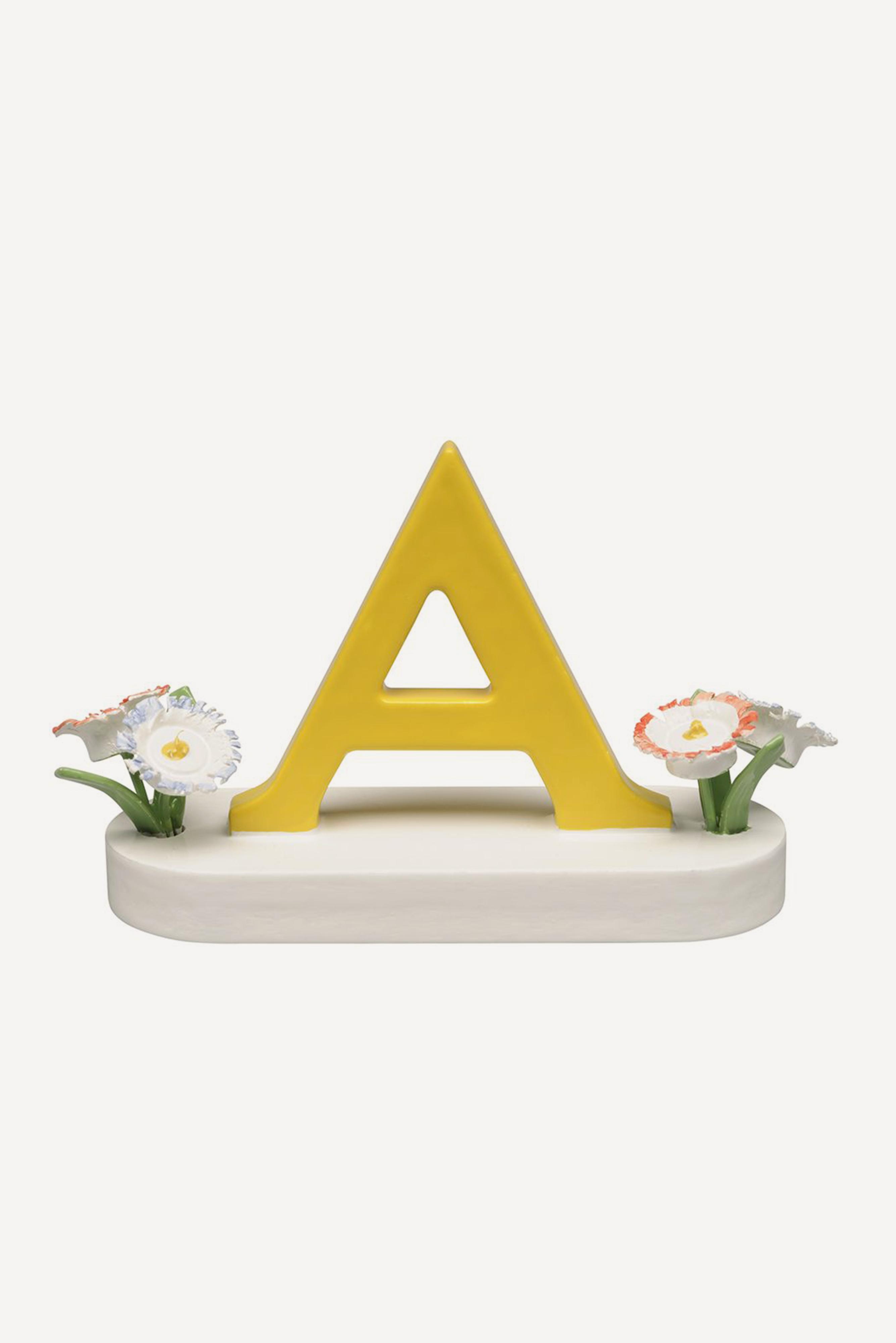 Buchstabe A, mit Blumen