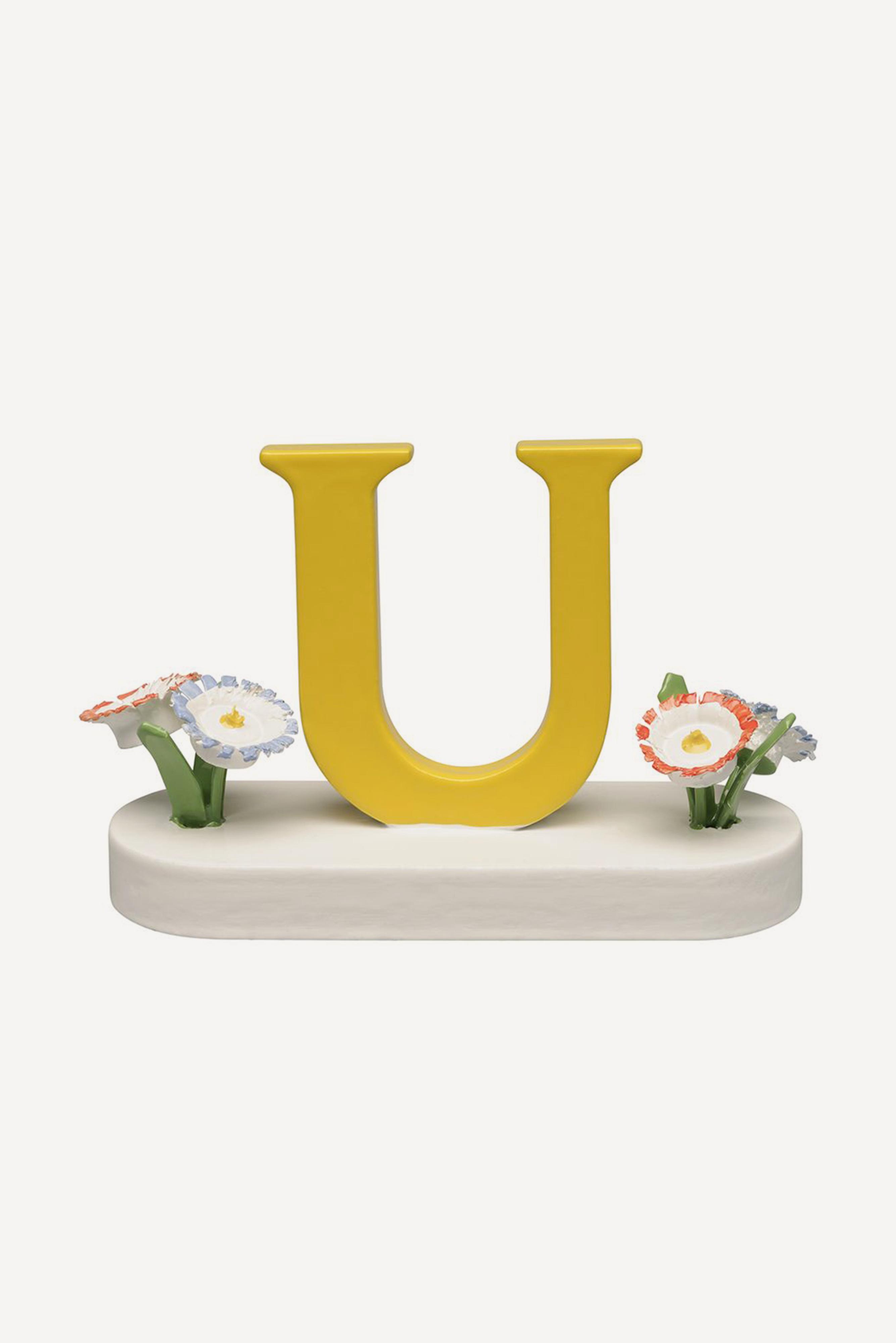 Buchstabe U, mit Blumen