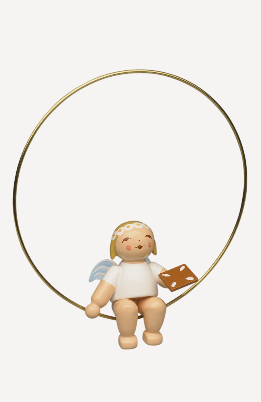 Christbaumengel im Ring, mit Lebkuchen