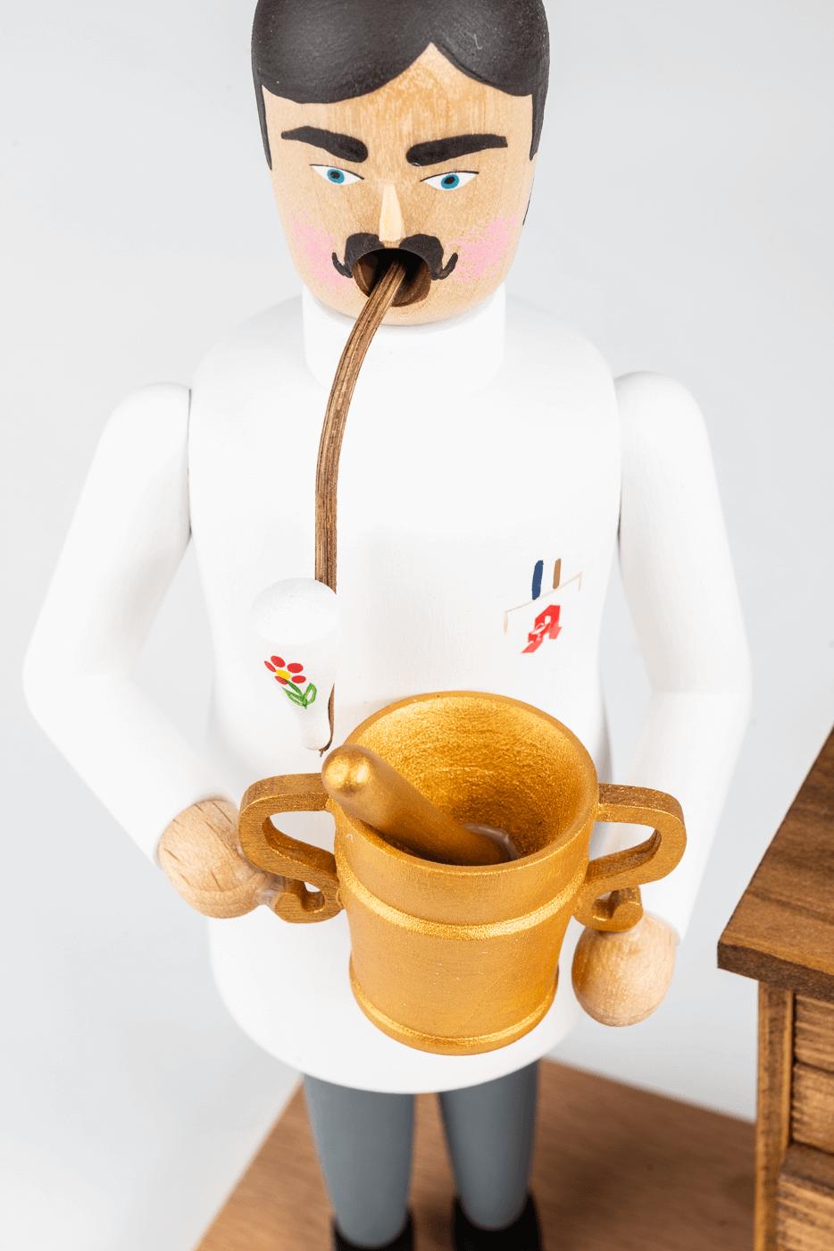 Räuchermann, Apotheker mit Schrank