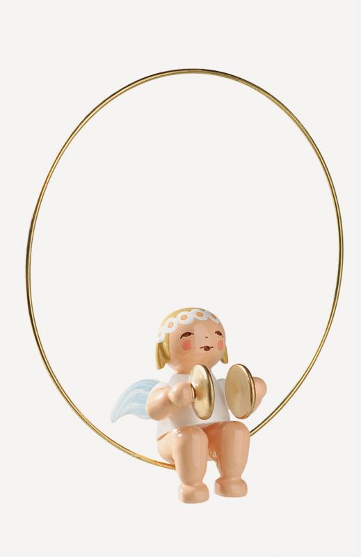 aChristbaumengel im Ring, mit Becken