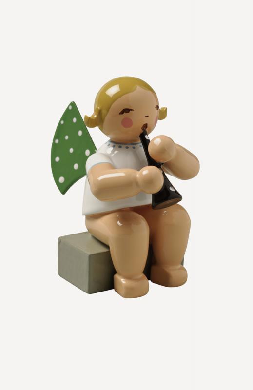 aEngel mit Klarinette, sitzend