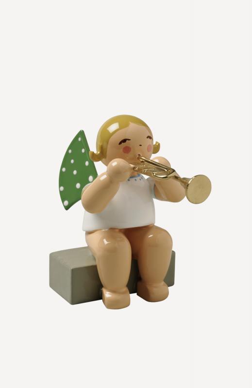 aEngel mit Trompete, sitzend