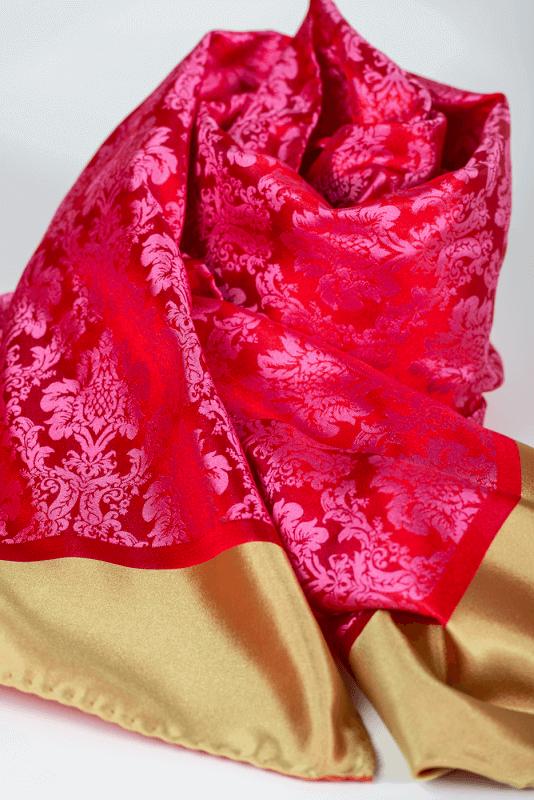 a Schal mit grüner Borte, rosa/rot