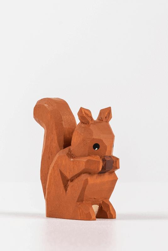 aEichhörnchen sitzend