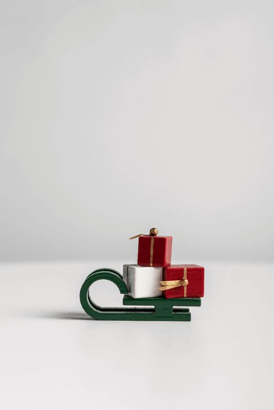 aSchlitten mit Geschenken
