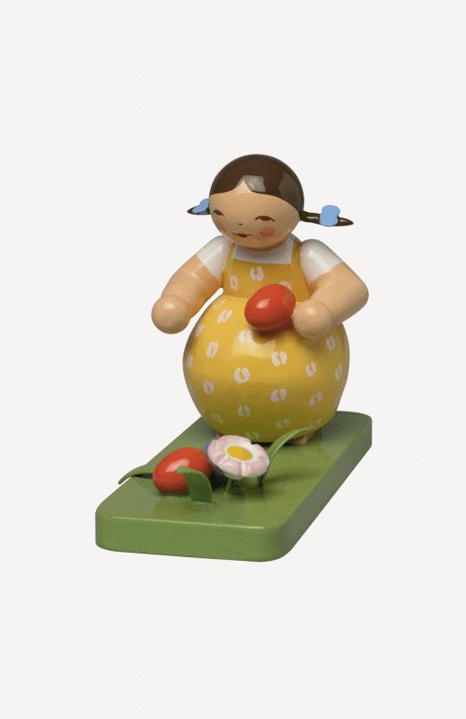 aMädchen am Osternest